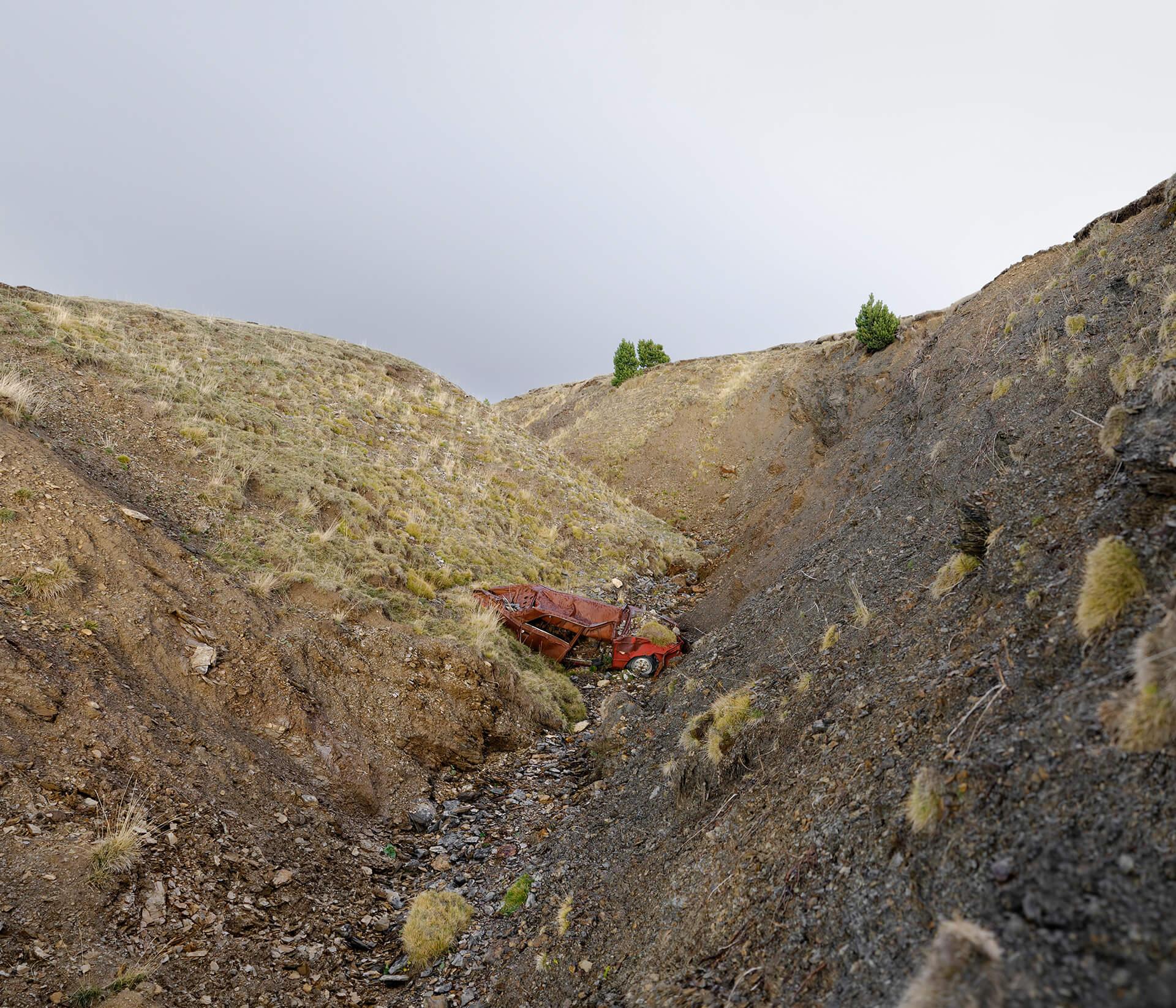 Épave d'une voiture à Andorre où la contrebande est encore d'actualité.